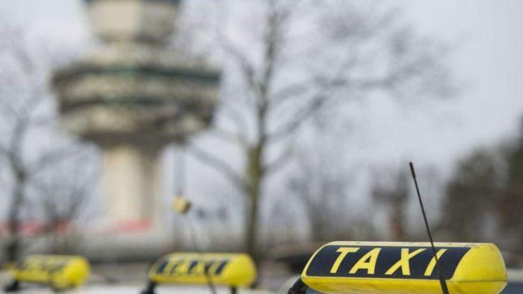 Taxis am Flughafen Tegel.