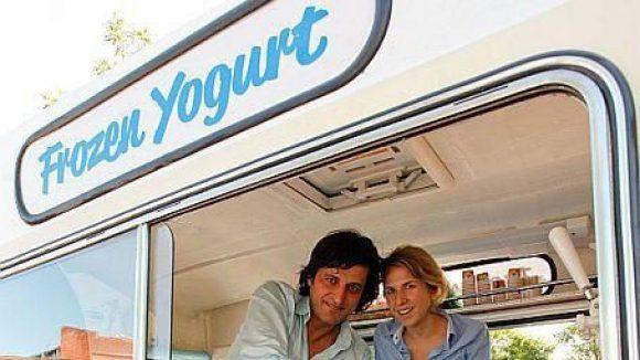 Die Frozen-Yogurt-Fachverkäufer Eva und Deniz.