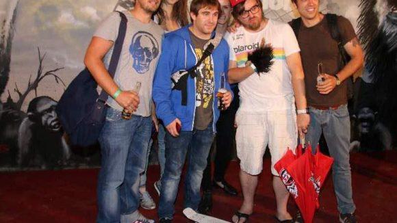 Dann noch ne ganze Truppe: Das Team vom YouTube-Channel ShortCuts mit Boss Nilz Bokelberg (2.v.r.).