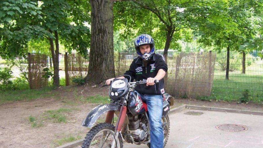 Das Jugendzentrum Steinhaus steht für offene Jugendarbeit. Zu den vielen Freizeitangeboten gehört auch das Motocrossfahren.