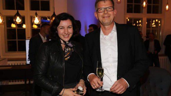 ... oder die Parlamentarische Staatssekretärin im Bundesministerium für Verkehr und digitale Infrastruktur, Dorothee Bär (CSU). Neben ihr posiert Thorsten Dirks, Vorstandsvorsitzender der Telefonica Deutschland Holding.