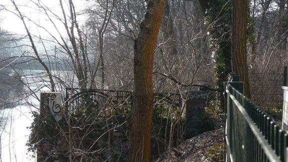 Die Reste des Brückengeländers der Kirchnerbrücke (Nicolaistraße).