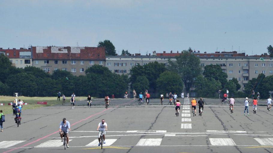 Radfahrer, Fußgänger und Skater kommen sich auf dem Feld selten in die Quere.