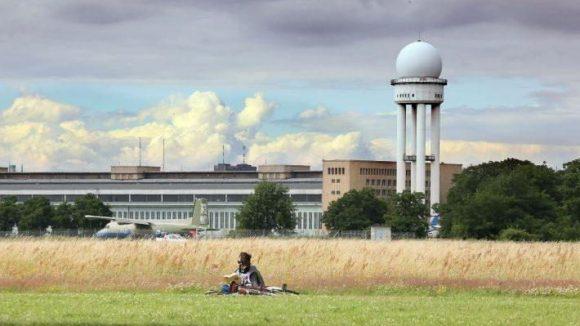 """Noch ist das Tempelhofer Feld Natur-, Freizeit- und Erholungsgebiet. Die Initiative """"100% Tempelhofer Feld"""" kämpft dafür, dass es so bleibt."""