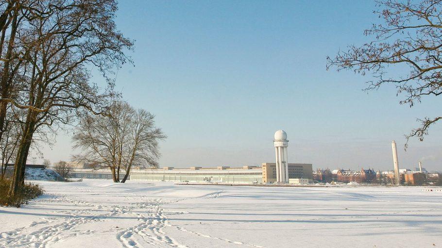 Das Tempelhofer Feld ist in jeder Jahreszeit einen Ausflug wert – auch im Winter.