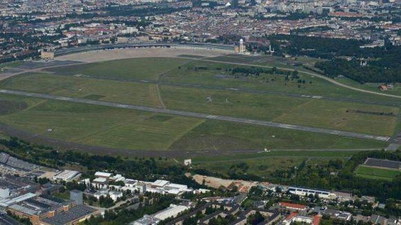 """Ein """"Masterplan"""" skizziert die städtebauliche Entwicklung der riesigen Freifläche Tempelhofer Feld."""