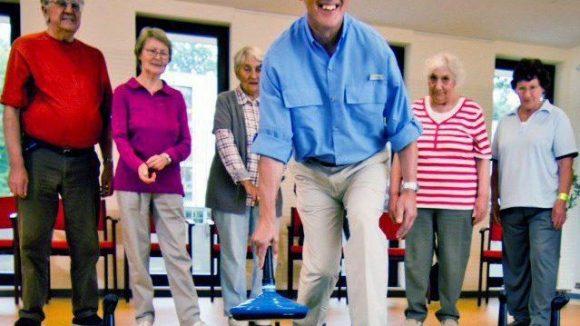 Für Jung und Alt - Teppichcurling ist eine Sportart für jedermann.
