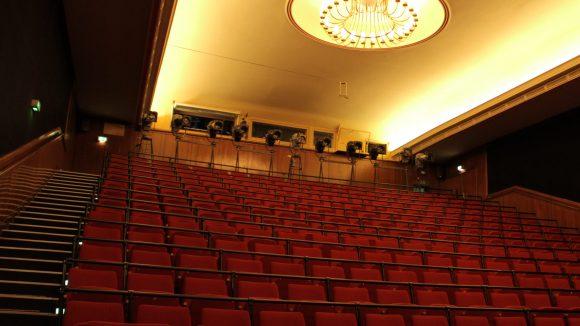 Das Theater an der Parkaue in Lichtenberg: 90 Mitarbeiter sind hier darum bemüht, junge Menschen in die Welt des Theaters einzuführen.