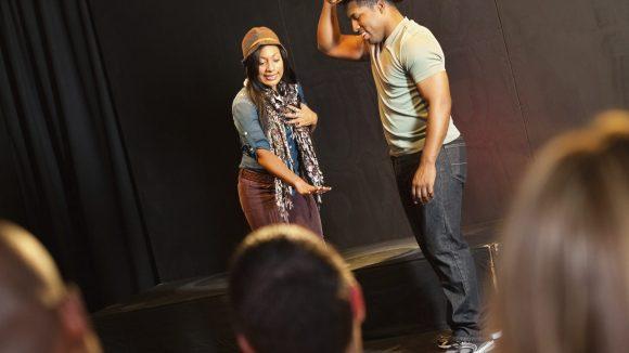 Unkonventionelle Theatermethoden gehören auch zum Repertoire des Verlängerten Wohnzimmers.