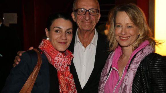 Leiterin des Schlossparktheaters Evangelia Epanomeritaki (l.), ihr Mann, der Schauspieler Philipp Sonntag und Schauspielerin Debora Weigert.