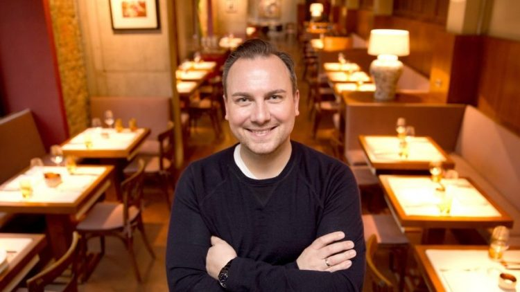 Tim Raue in einem seiner mittlerweile vier Berliner Restaurants. Für seinen Laden im Mitte wurde er gerade vom Gault&Millau ausgezeichnet.