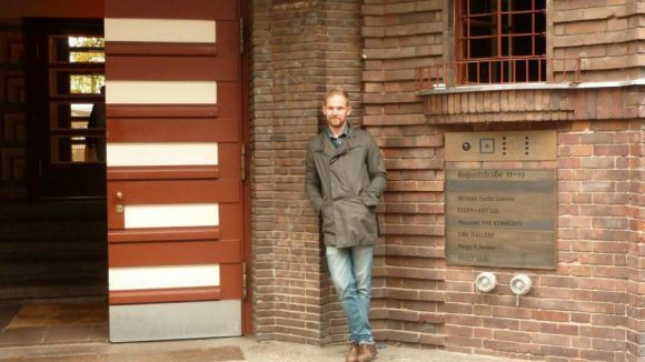 In der ehemaligen jüdischen Mädchenschule in der Auguststraße sind unter anderem die Kennedys, die CWC Galerie, das Mogg & Melzer Deli und das Restaurant Pauly Saal untergekommen.