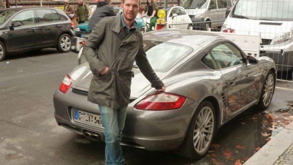 Sein Kiez, aber leider nicht sein Auto: Timo Wopp in der Auguststraße.