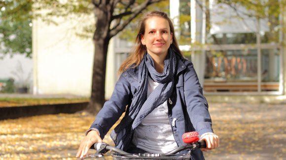 Erkundet die Hauptstadt am liebsten auf dem Drahtesel: Tine von Unterwegs in Berlin.