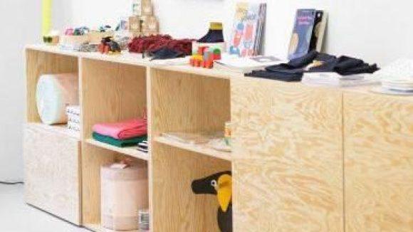 Neben Kindermode gibt es im TINY auch Spielzeug, Bücher, Home-Accessoires und Kleinmöbel fürs Kinderzimmer.