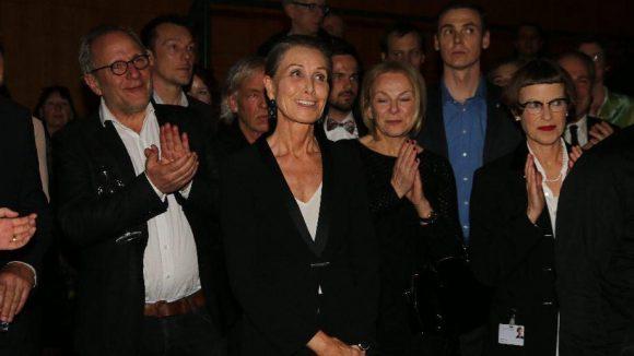 """Dass """"Einstein on the Beach"""" in Berlin Station machen kann, ist einer großzügigen Spende von Inga Maren Otto (Bildmitte) zu verdanken."""