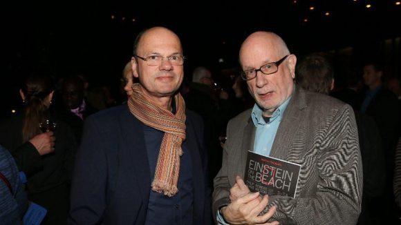 Stephan Erfurt von der Galerie C/O Berlin und Filmwissenschaftler Hans Helmut Prinzler (rechts).