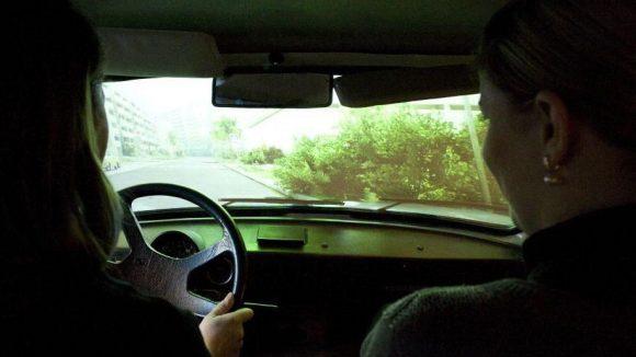 Im Fahrsimulator haben genauso viele Passagiere Platz wie in einem normalen Trabant.