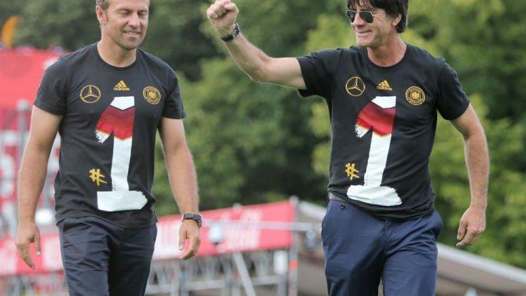 So sehen Sieger aus: Trainer Jogi Löw (r.) mit Co-Trainer Hansi Flick.