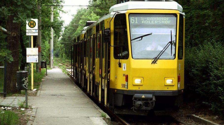Noch fährt die Tram-Linie 61 idyllisch am Waldrand entlang.