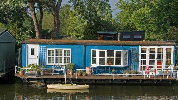Ein wenig seefest sollte man schon sein, wenn man seinen Traum vom Haus auf dem Wasser verwirklicht.