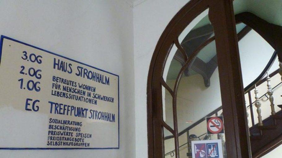 """Im Gebäude sind ein Wohnheim für Suchtkranke und der """"Treffpunkt Strohhalm"""" untergebracht."""