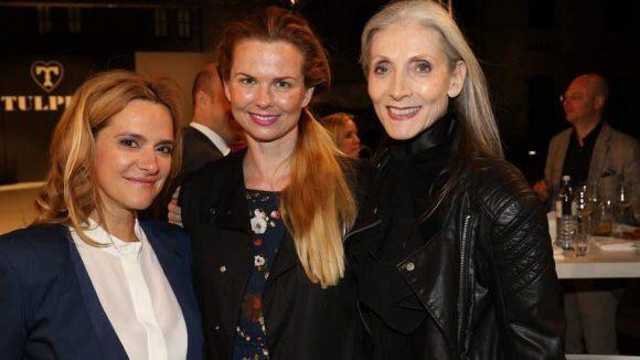 Anja Tillack (Chefin McFit Models) mit Schwimmerin Britta Steffen und Model Evelyn Hall (v.l.).