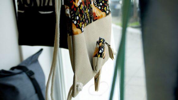 Dieser Turnbeutel mit Fuch-Motiv ist nur eines von vielen tollen Design-Stücken im Shop Turnbeutelliebe.