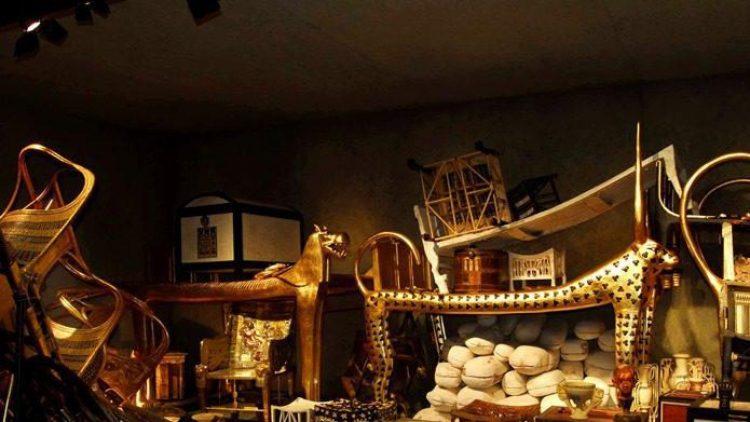 In der Arena können Sie das Grab Tutanchamuns betreten.