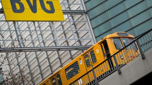 Laut Beförderungsbedingungen sind in dieser Bahn der BVG atomare Waffen verboten.