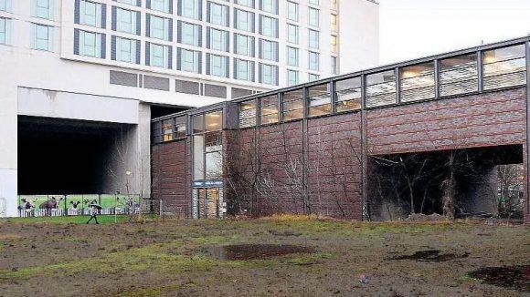 Mit der U-Bahn durchs Hotelzimmer. Um diesen Bahnhof herum entsteht ein Haus; schon heute befindet sich ein Teil der Station im Scandic-Hotel.