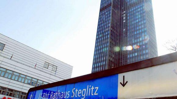 Sanierungsfall. Die südliche Endstation der U9 soll ab 2014 ebenfalls erneuert werden. Die Fahrgäste müssen dann auf S-Bahn oder Busse umsteigen.
