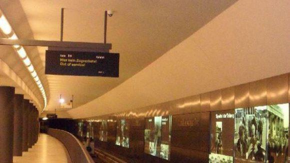 Vom Hauptbahnhof über das Brandenburger Tor führt die Linie. Sie bildet die Verlängerung der Strecke U5 vom Alex nach Westen.