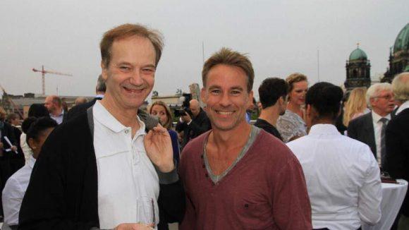 Hier freuen sich die Schauspieler Heinrich Schafmeister und Marco Girnth.