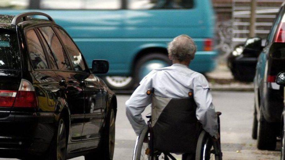 In Berlin haben viele Rollstuhlfahrer Hürden zu meistern, weil noch nicht alles barrierefrei ist.