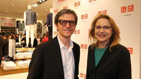 Der ist der Chef hier: Dr. Berndt Hauptkorn, CEO von Uniqlo Europe, zusammen mit Wirtschaftssenatorin Cornelia Yzer auf der Eröffnungsfeier.