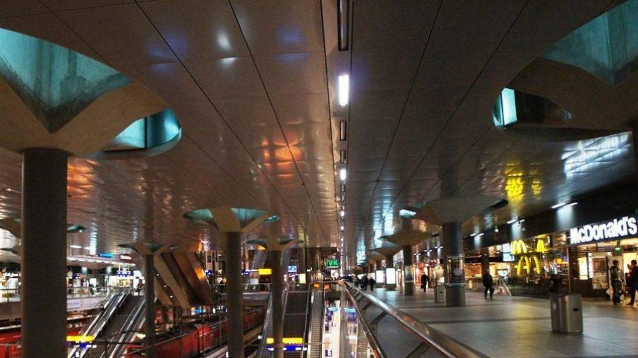 Der Hauptbahnhof muss sparen - und wird dabei immer dunkler.