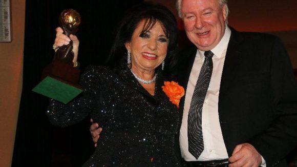 Regine Sixt bekam am Abend den Oscar der Tourismus-Industrie überreicht. Sie erhielt den World Travel Award in der Kategorie Charity für ihr langjähriges humanitäres Engagement.