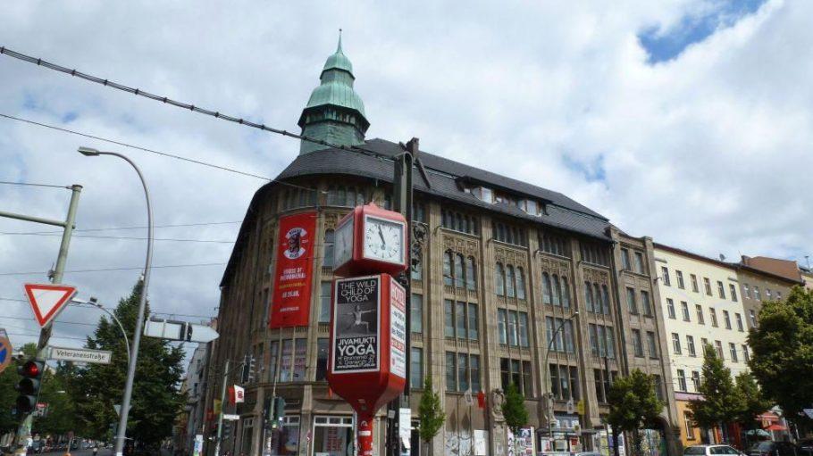 Das ehemalige Kaufhaus Jandorf, mittlerweile beliebte Eventlocation, wurde gerade vom Sportriesen Nike bespielt – die Plakate hängen immer noch.