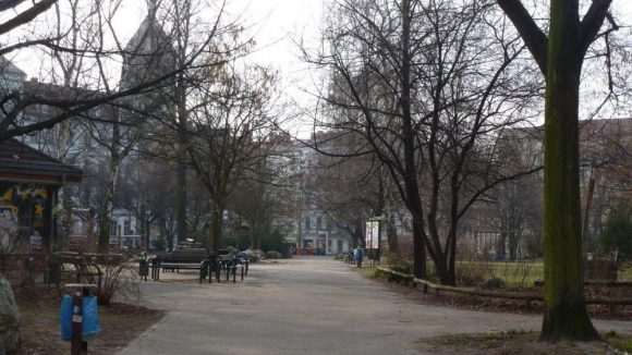 Wie so ziemlich jeder Platz der Stadt sieht auch der Teutoburger Platz im Winter ziemlich trist aus.