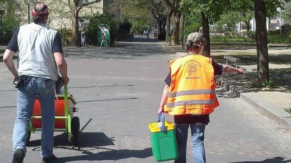 Anpacken ist gefragt, wenn das Team des Urban Gardening Brunnenviertel loszieht.