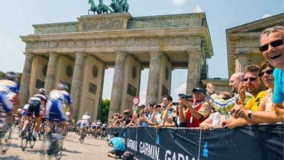 Viele Fahrer und noch mehr Fans: Beim Garmin Velothon Berlin 2015 werden etwa 11.000 Fahrer und 250.000 Zuschauer erwartet.