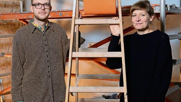 """Verena von Stackelberg und Marcin Malaszczak arbeiten noch auf einer Baustelle. Schon bald soll ihr """"Wolf"""" eröffnen."""