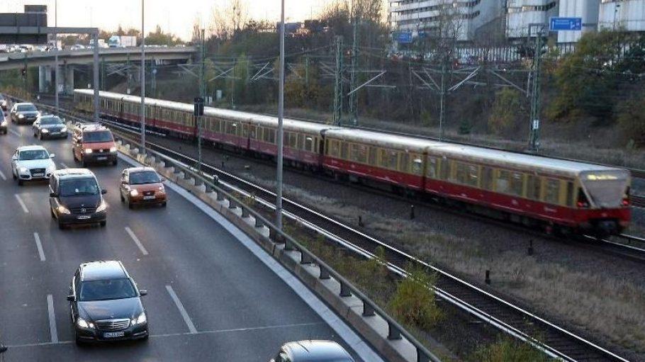 Der Lärm von Straße und Schiene belastet viele BerlinerInnen stark.