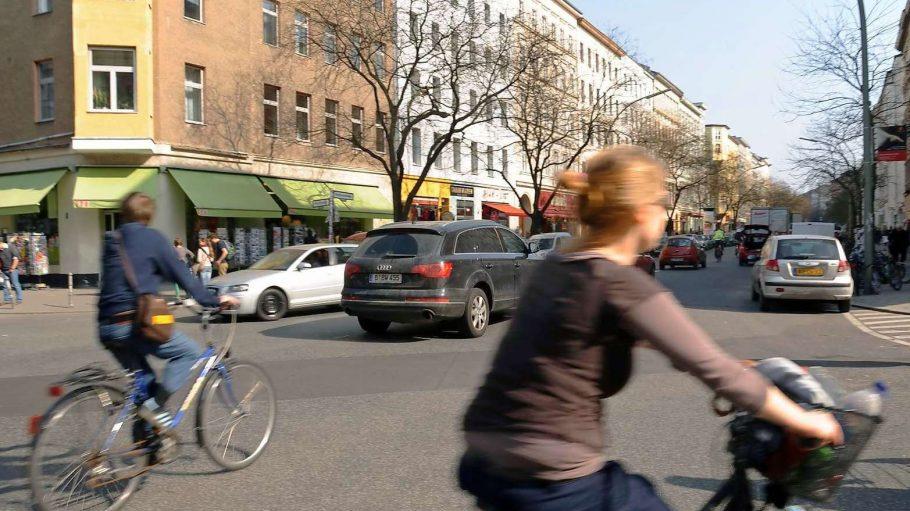 Verkehrs-Alltag in der Bergmannstraße.