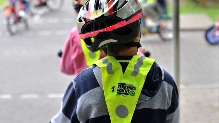 Kleine Radler werden in der Verkehrsschule in Kaulsdorf auf den Straßenverkehr vorbereitet.
