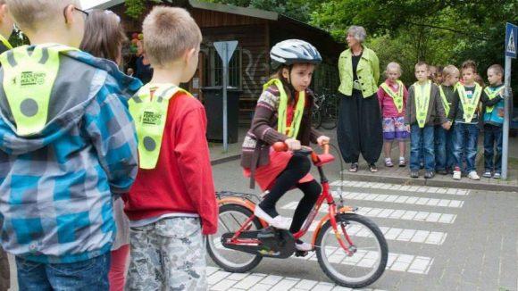 In Verkehrsschulen bekommen ABC-Schützen das Rüstzeug für eine sichere Teilnahme am Straßenverkehr.