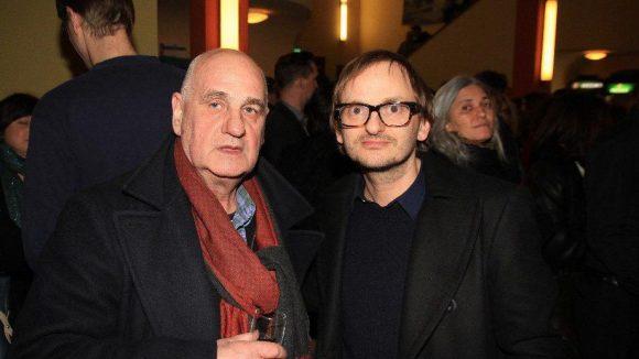 """Zum Gratulieren kamen auch Dramatiker Lothar Trolle (links) und Schauspieler Milan Peschel (""""Netto"""", """"Rubbeldiekatz"""")."""