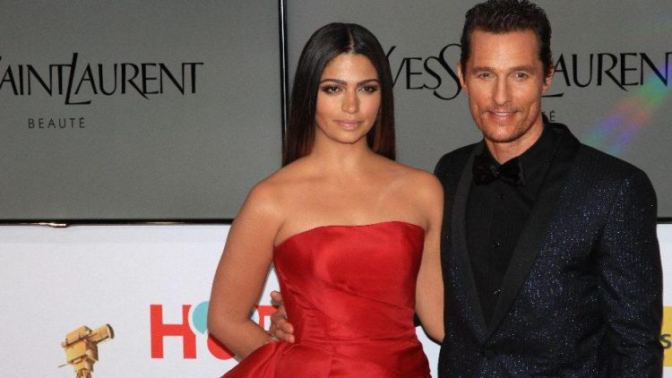 """Der """"beste Schauspieler international"""", Matthew McConaughey, brachte bei der Gala sogar Diane Keaton durcheinander. Hier ist er mit seiner Frau Camila Alves zu sehen."""