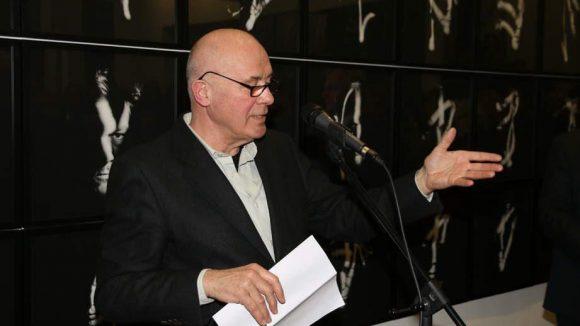 Die Eröffnungsrede hielt Schauspieler, Autor und Fotograf Hanns Zischler.